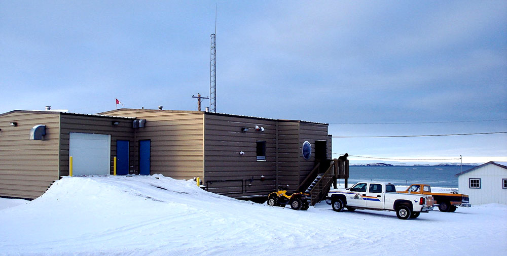 The RCMP detachment building in Kugluktuk. An RCMP member who works out of this building has died in a snowmobile accident near Bloody Falls, about 13 kilometres southwest of the western Nunavut community of about 1,500 people. Police did not give the deceased member's name, age or rank, or state whether the member is a man or a woman. (PHOTO BY JANE GEORGE)