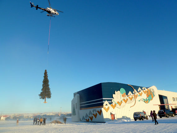 A Nunavik Rotors chopper delivers a big Christmas tree to the the Katittavik Town Hall in Kuujjuaq at around 1:30 p.m. Dec. 18. Another community Christmas tree like this one was set up near the Kuujjuaq Forum Dec. 19. On Dec. 22, Santa Claus will attend the community lighting of this tree at 3 p.m. On Dec. 17, students at Jaanimmarik School put on a Christmas concert. (PHOTO BY ISABELLE DUBOIS)