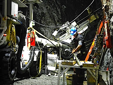 A worker prepares to drill in the underground mine shaft at the Doris North mine during the first phase of development at the Hope Bay gold property. (FILE PHOTO)