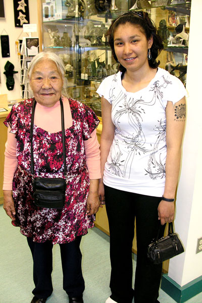 Kenojuak Ashevak and her granddaughter, Suzie Ashevak, at the Iqaluit museum in June 2009, attending the opening of a big exhibition of her work. (FILE PHOTO)