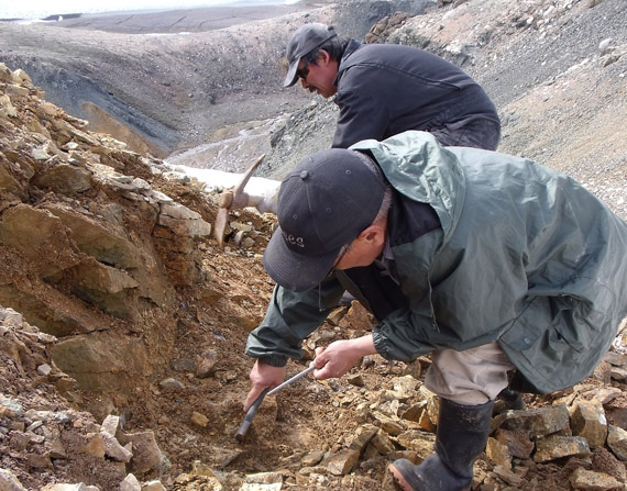 Since 2001, over a thousand Nunavummiut have taken the government of Nunavut's prospecting course. The GN is offering courses again this summer in eight Nunavut communities, along with subsidies for amateur prospectors. (PHOTO COURTESY OF EDT-MPR, GN)