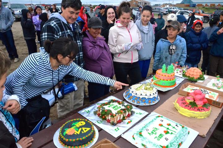 photo who takes the cake aqpik jam cake decorating contest
