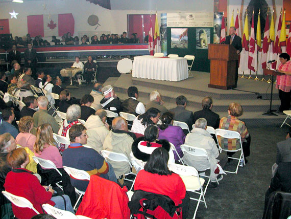 Ex-Prime Minister Jean Chrétien speaks Aug. 23, 2003 in Iqaluit at the