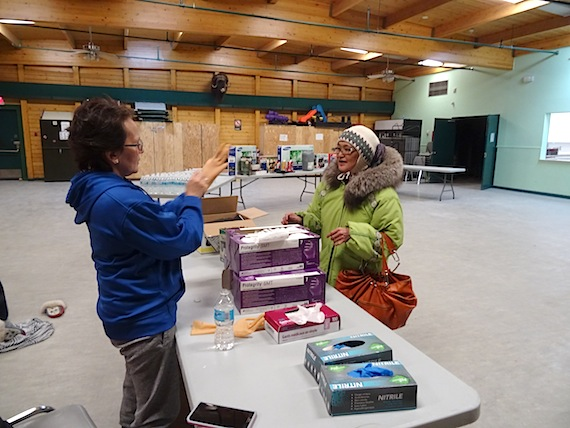Cambridge Bay mayor Jeannie Ehaloak talks to Millie Angulalik Sept. 30 about the community clean-up campaign in Cambridge Bay, part of the its larger effort to improve waste management. (PHOTO BY JANE GEORGE)
