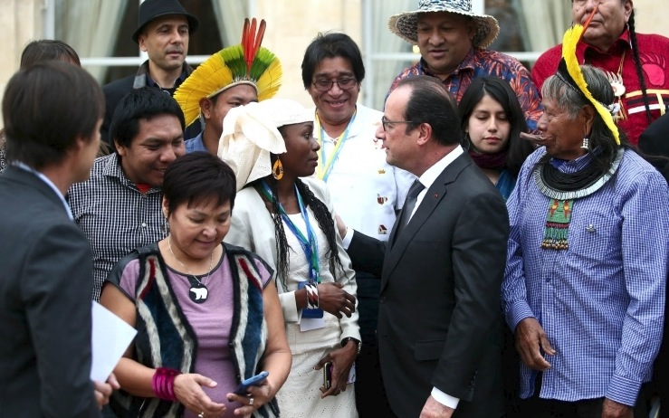Indigenous peoples attending the COP21 climate change talks in Paris, including the Inuit Circumpolar Council's president, Okalik Eegeesiak, at left, speak Dec. 2 with François Hollande at his official residence. (PHOTO COURTESY OF THE PRESIDENCE DE LA REPUBLIQUE)