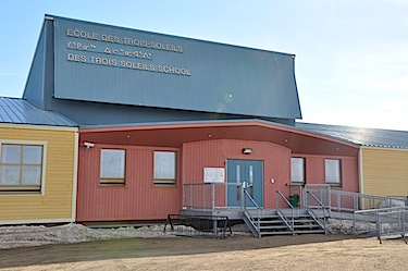 École des Trois-Soleils in Iqaluit. Iqaluit-Niaqunnguu MLA Pat Angakak on March 11 asked why the school is not required to offer Inuit language instruction. (FILE PHOTO)