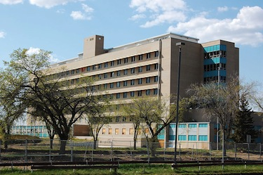 The Charles Camsell Hospital in Edmonton as it looked in 2009. (PHOTO/ WIKIPEDIA COMMONS)