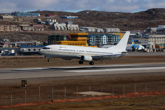 A Flair Air Boeing 737-400 lands at the Iqaluit airport. Flair Air is Go Sarvaq's new partner and air carrier, operating flights between Ottawa, Iqaluit and Halifax starting May 20, which has sparked a fare war among Nunavut airlines. (PHOTO BY BRIAN TATTUINEE /GO SARVAQ)
