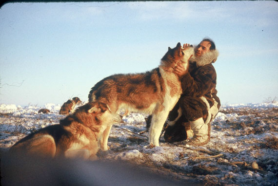 Gunther Abrahamson in 1961, with a dog team near Aklavik. (PHOTOGRAPHER UNKNOWN)