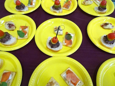 Sample plates offered to cruise passengers in Cambridge Bay provided them with the taste of muskox, Arctic char and berries. (PHOTO BY JANE GEORGE)