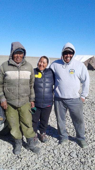 Igloolik's bowhead hunt captain David Irngaut (left,) Lucy Kublu-Qattalik, and Lucy's husband, George Qattalik (right) on Aug. 21. (PHOTO BY LUCY KUBLU-QATTALIK)