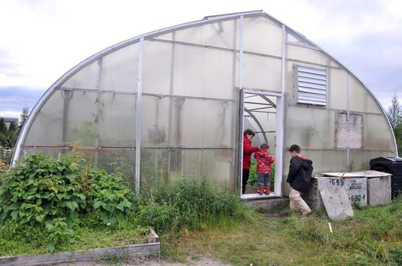 Quebec announced $5 million to set up a commercial greenhouse in Nunavik, which would be heated with thermal energy. (FILE PHOTO)