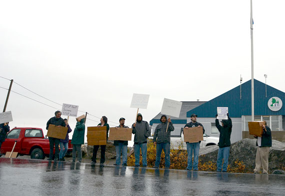 Nunavimmiut protest social housing evictions in 2013 in front of the KMHB's head office in Kuujjuaq. (FILE PHOTO)