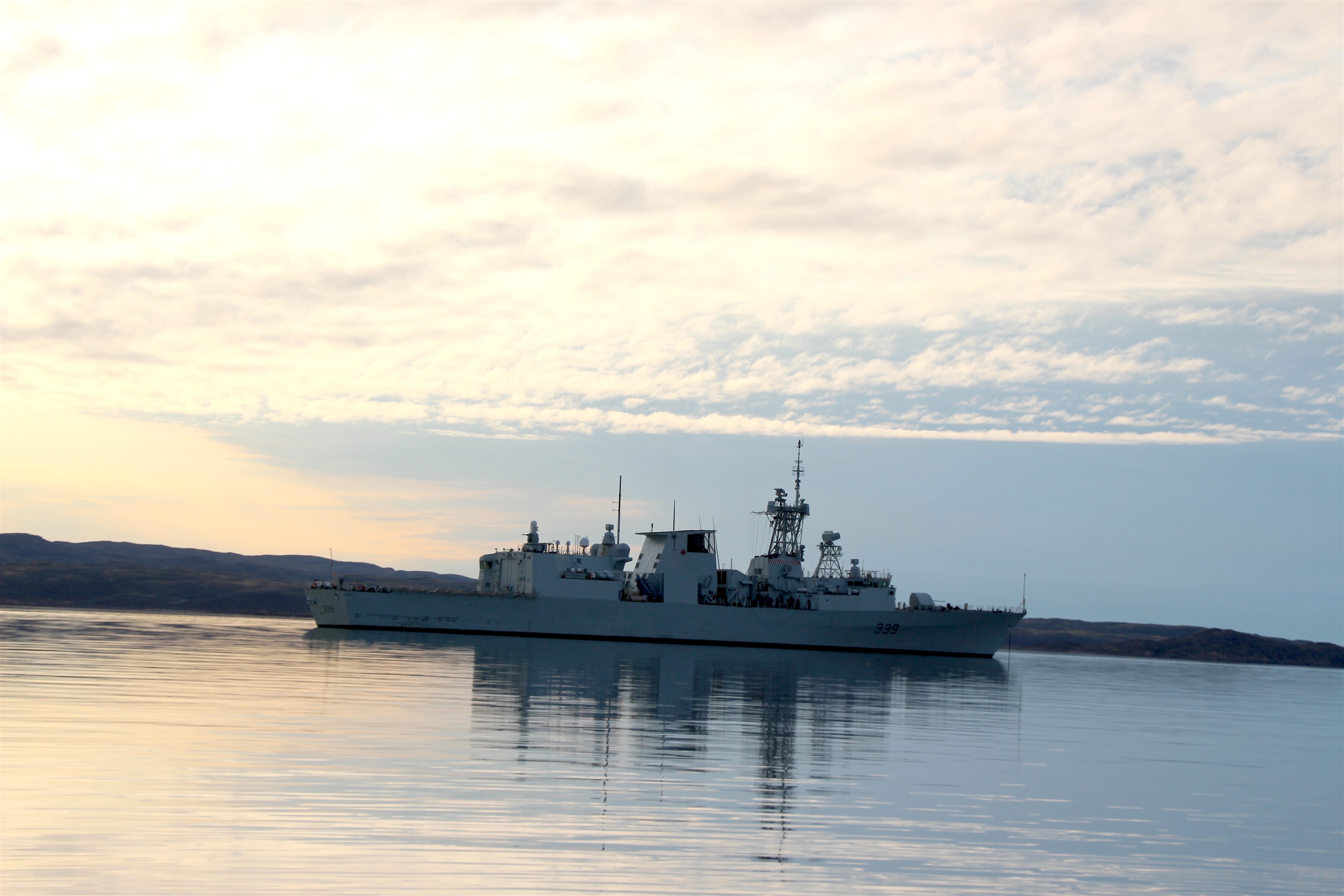 HMCS Charlottetown anchors in Frobisher Bay on Aug. 27. The Canadian warship is around 134 metres long and carries a crew of up to 200 sailors. The ship is just finishing taking part in an annual Arctic military exercise, Operation Nanook. (PHOTO BY BETH BROWN)