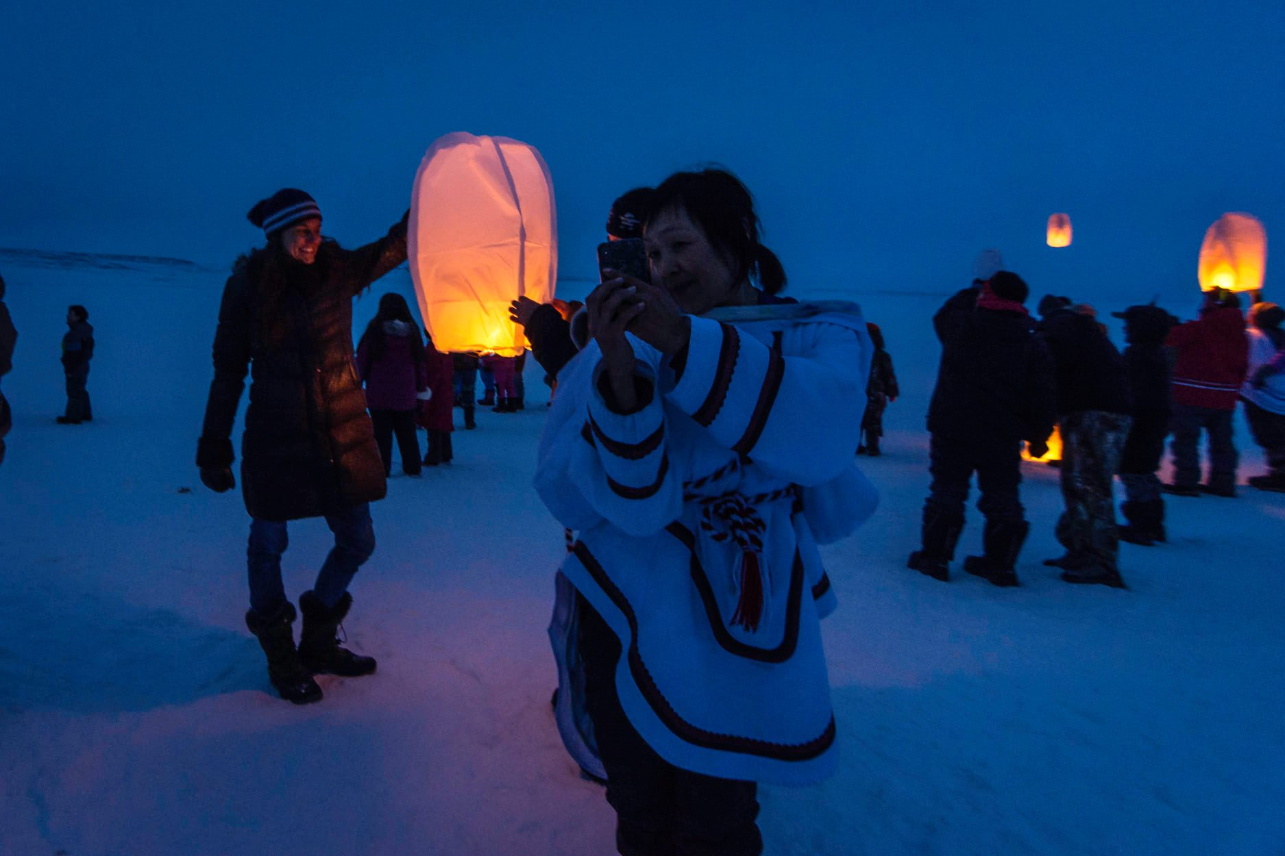 Inukjuak residents prepare to release sky lanterns on the evening of April 8. The event, attended by about 200 people, was held to remember loved ones that they had lost. (Photo by Sylvain Paradis)