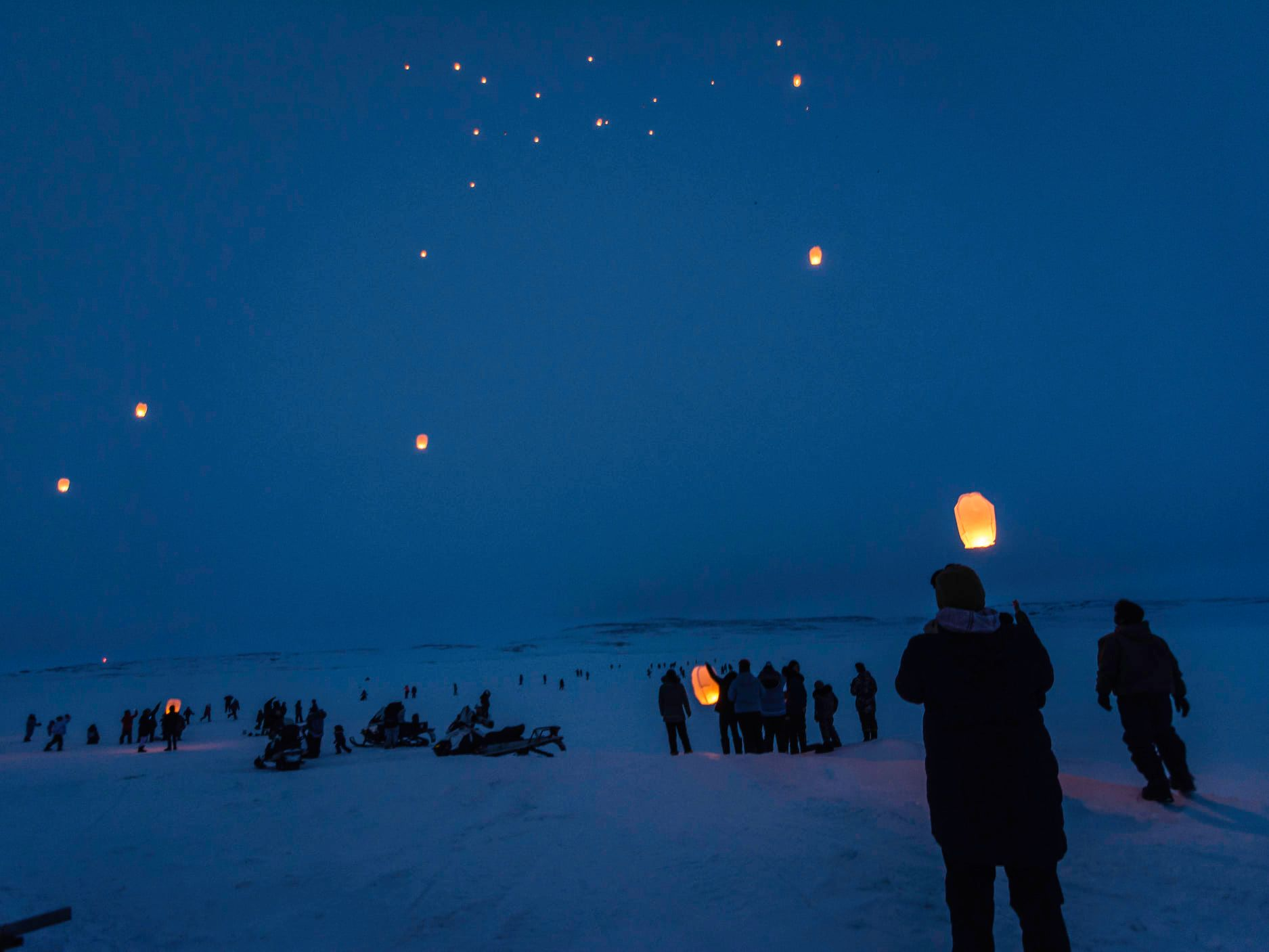 About 200 Inukjuak residents gathered to release sky lanterns on the evening of April 8 to remember loved ones that they had lost. (Photo by Sylvain Paradis)