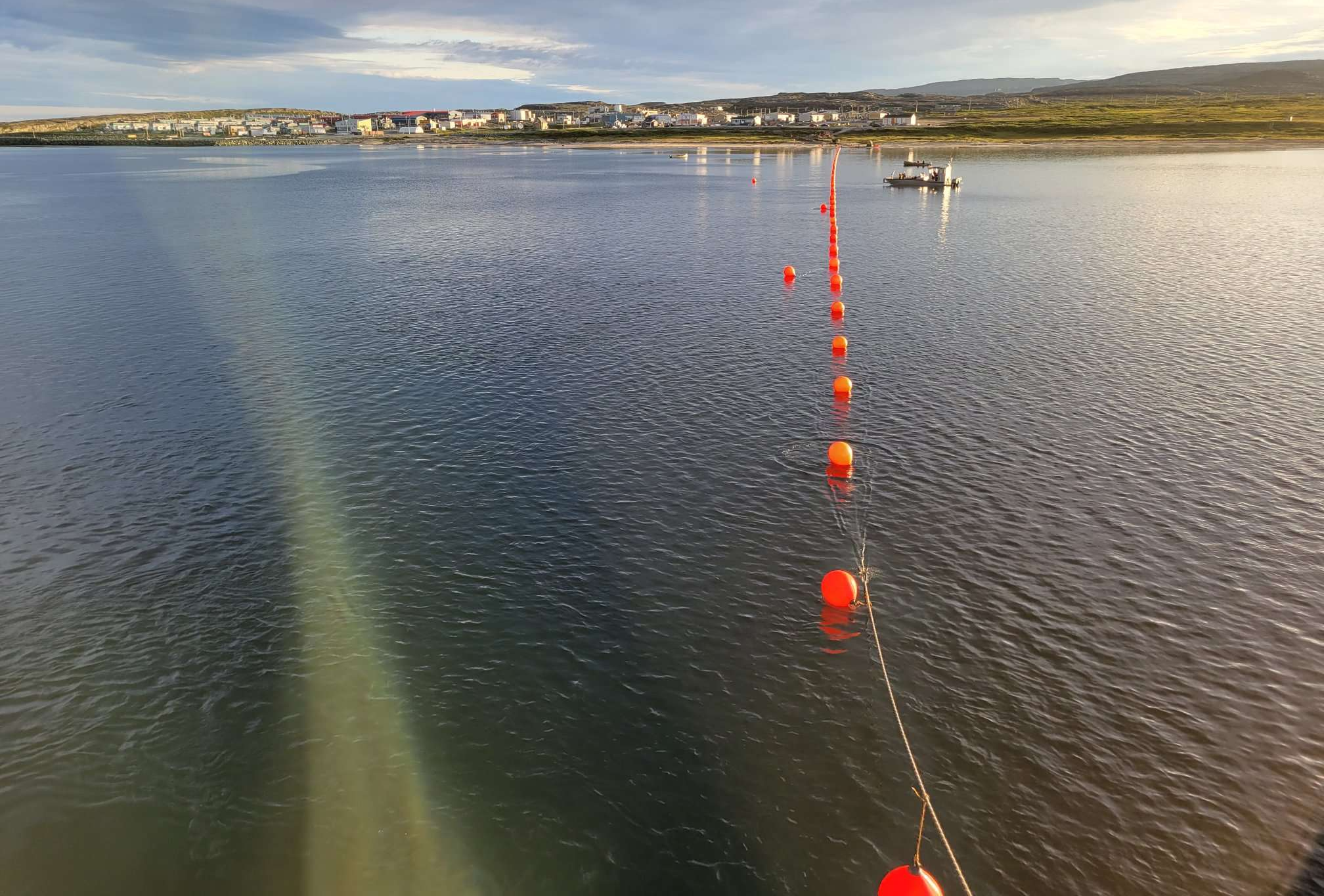 A orange buoy line marks where crews are laying a fibre optic cable from Hudson Bay to the Nunavik village of Umiujaq on Sept. 9. The work is part of a larger Kativik Regional Government project to connect four Hudson coast communities to a fibre network in Chisasibi. Fibre-optic connections to Puvirnituq, Inukjuak, Umiujaq and Kuujjuaraapik are expected to be in operation in early 2022. (Photo courtesy of the KRG)